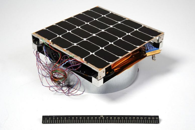 Photovoltaic-Radio-frequency-Antenna-Module