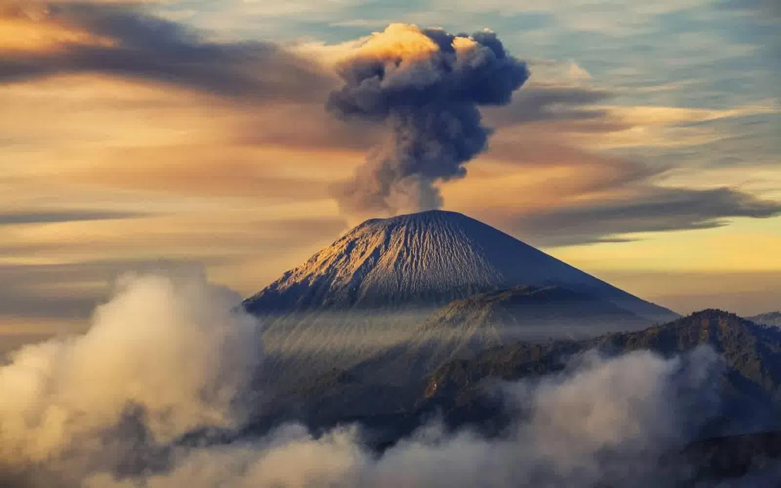 vulcano semeru